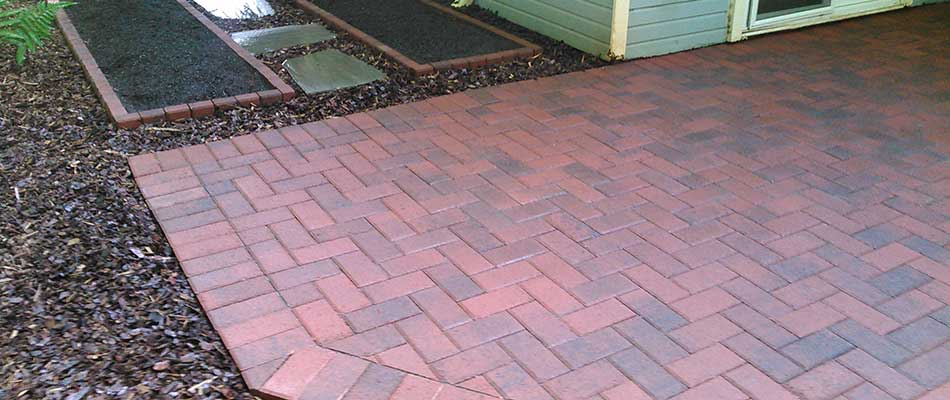 Choosing Between Stone and Concrete Pavers for Your Patio